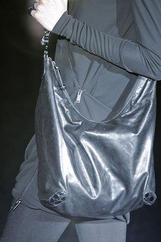 ...в этом году и помочь каждой из вас выбрать свою модную сумку 2010 года.
